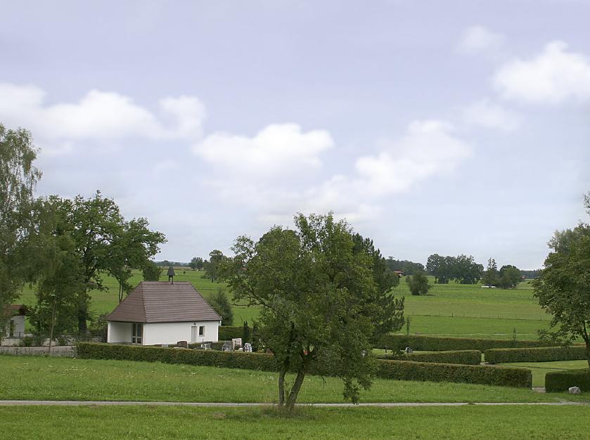 In Bad Feilnach liegt einer der Friedhöfe mit günstigem Rasengrab