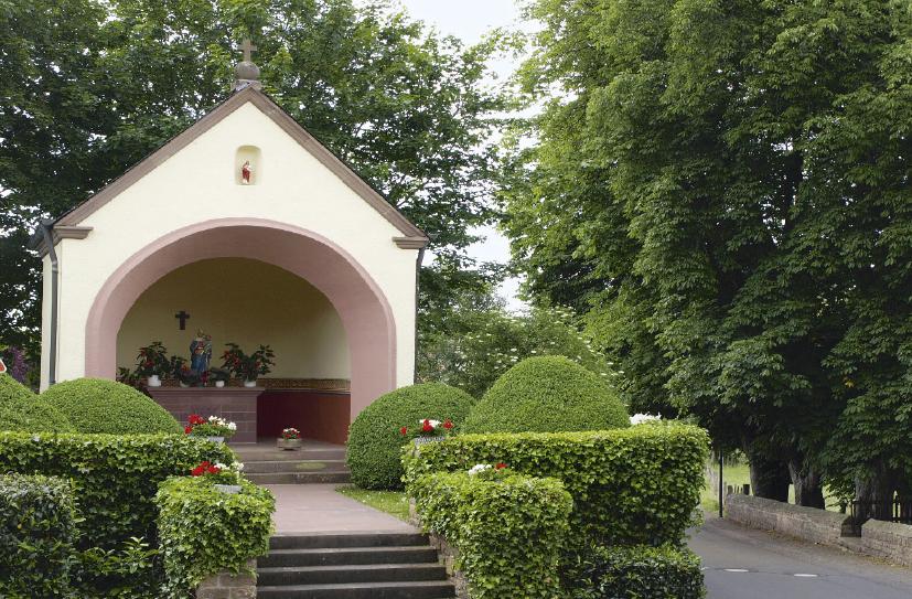 In Neidenbach liegt einer der Friedhöfe mit günstigem Rasengrab